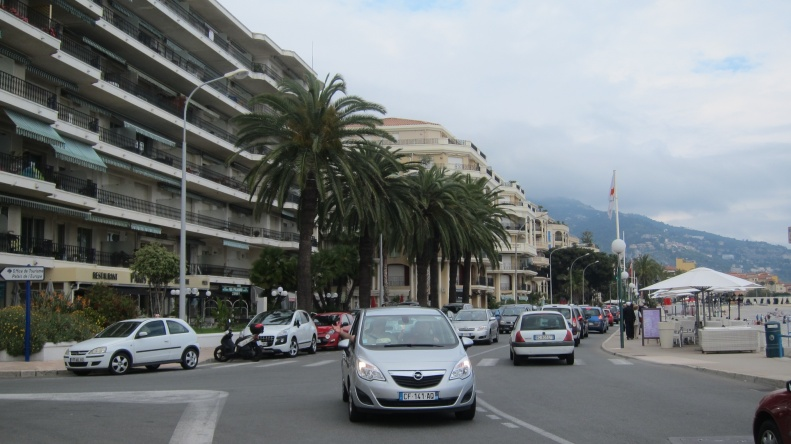 menton promenade, the poor sister in these parts , but still very nice.