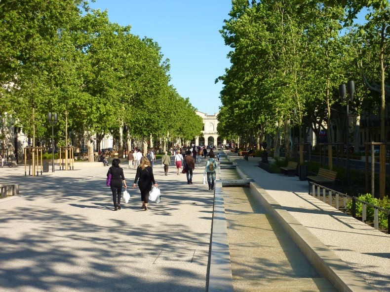 Nimes, grand boulevard in front of le Gare.