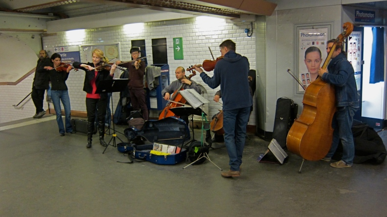 you know you are in the paris metro, when the subway buskers are an 8 member classical group