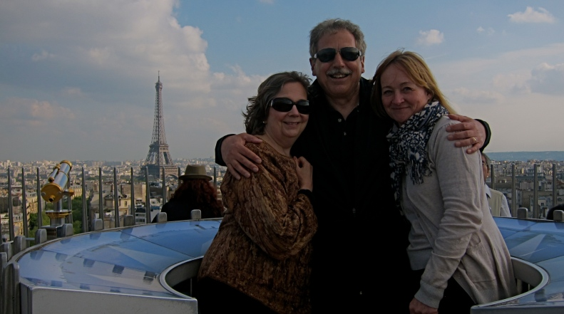 trois amis at top of Arc de Triomphe
